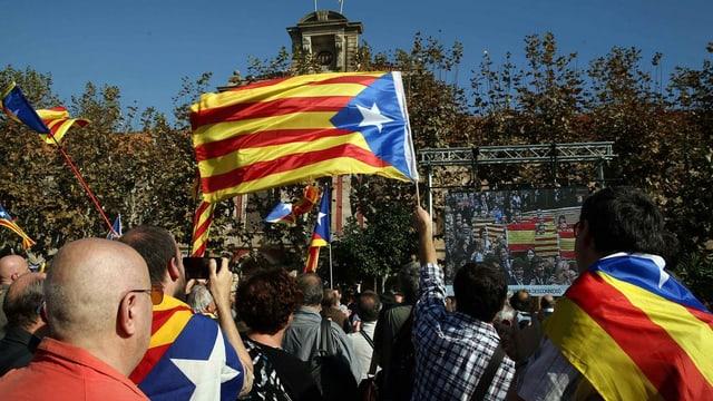 Separatists da la Catalugna sin via en la citad da Barcelona.