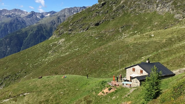 La chamona Linard dal Club alpin svizzer, sur Lvin sut il Piz Linard.