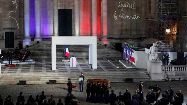 Zu sehen eine Gedenkfeier in Paris.