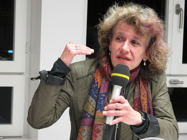 Katharina Prelicz-Huber gestikulierend.