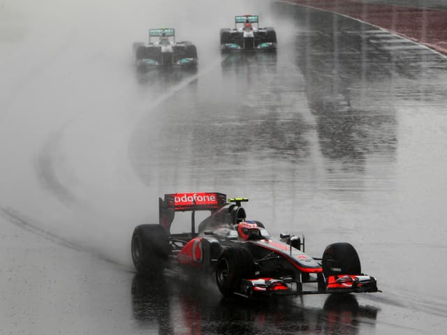 Der Regen machte den Piloten schwer zu schaffen.