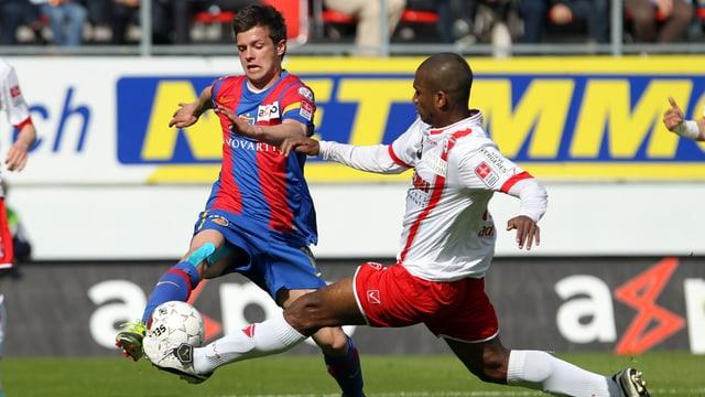 Adailton (r.) grätscht ab der Rückrunde wieder für den FC Sion.