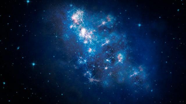 Eine Galaxie mit ganz vielen Sternen, die Blau und Weiss aufleuchten.