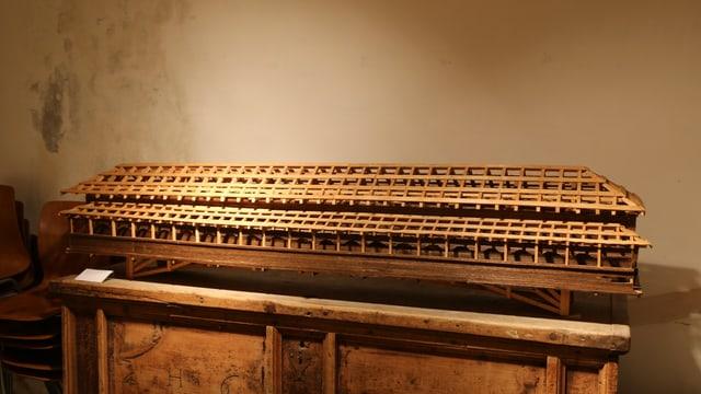 Model da Plasch Wellinger da la punt da lain veglia. Il model è exponì en il Museum Regiunal Surselva.