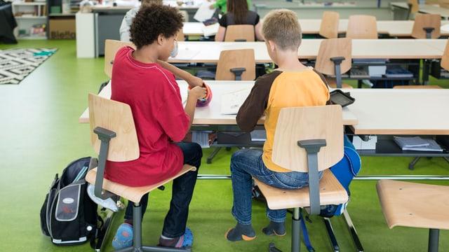 Schüler im Schulzimmer