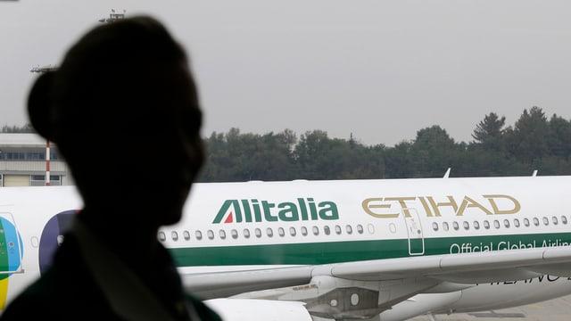 Aviun da l'Alitalia resta par terra.