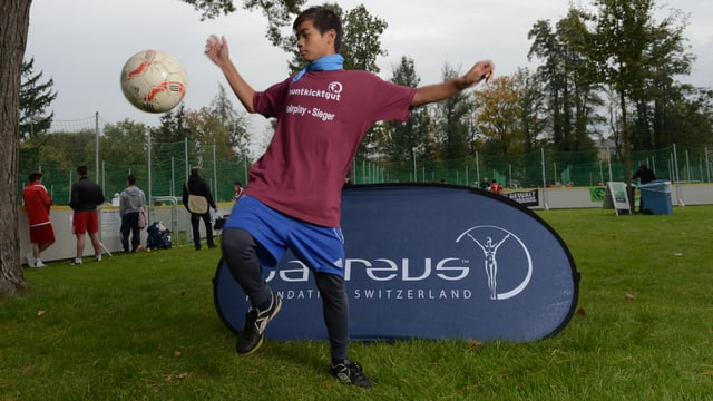 Ein Teilnehmer der Laureus Strassenfussball-Liga