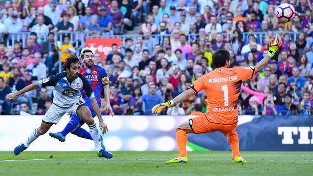 Messi schiesst das Tor zum 4:0