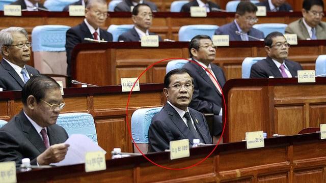 Premier Hun Sen im Parlament