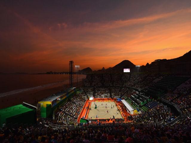 Blick auf die Beachvolleyball-Arena an der Copacabana.