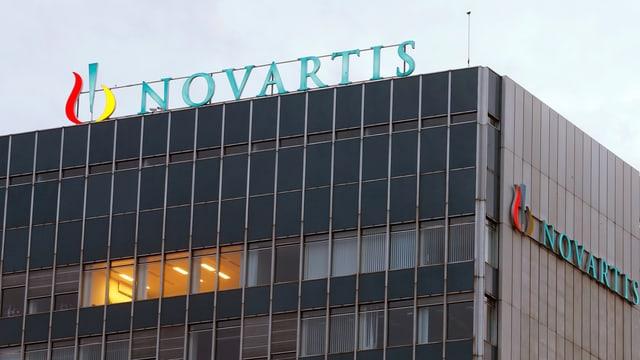 Novartisgebäude mit Schriftzug