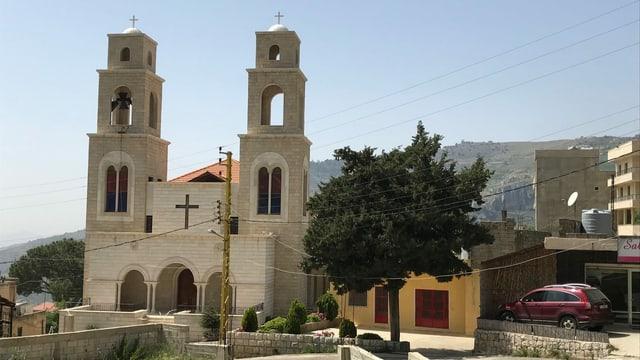 Eine der beiden neugebauten Kirchen in der libanesischen Ortschaft Brih. Nach ihrer Zerstörung in den 1980er-Jahren im Bürgerkrieg war der Neubau Teil des Friedensabkommens zwischen Drusen und Christen.