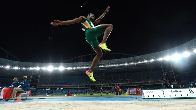 Luvo Manyonga, hier bei Rio 2016, sorgt zum Saisonstart für ein Ausrufezeichen.