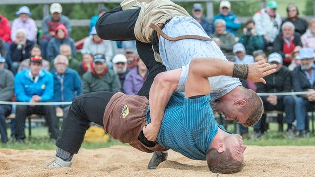 Armon Orlik legt einen Gegner auf den Rücken.