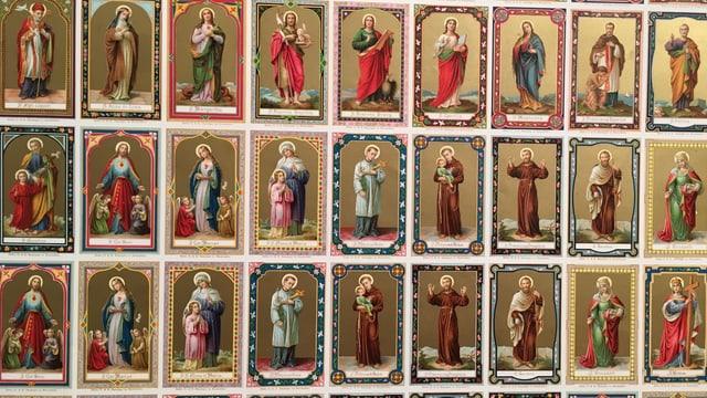 Viele gedruckte Heiligenbilder
