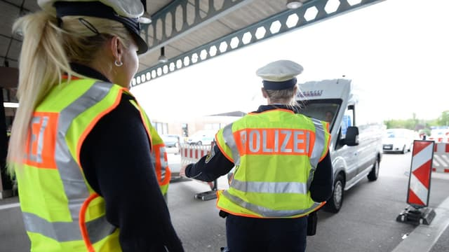 Polizei am Grenzposten