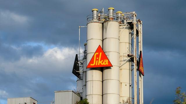 Il logo da Sika vi da silos.
