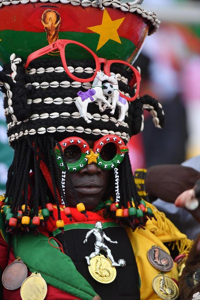 Die Fans am Afrika Cup sorgen mit auffäligen Kostümen für Hingucker.