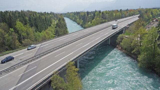 Autobahnbrücke bei Heimberg: Zuviel Schäden und eine zu geringe Erdbebenstabilität.