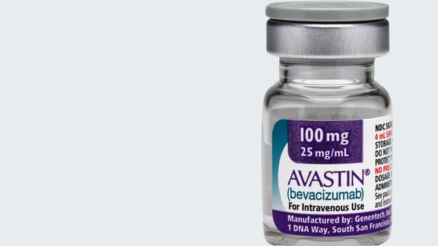 Eine kleine Flasche des Medikaments Avastin.