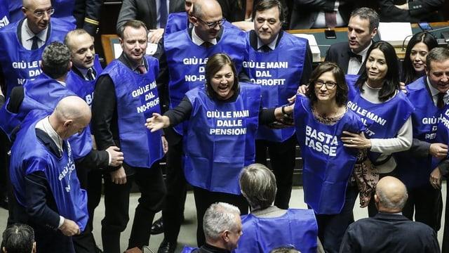 Berlusconi protestiert mit «Blauwesten»