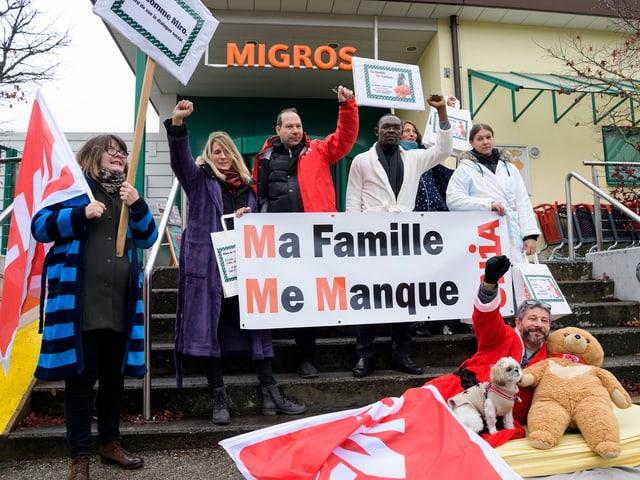 Proteste vor Migros-Filiale