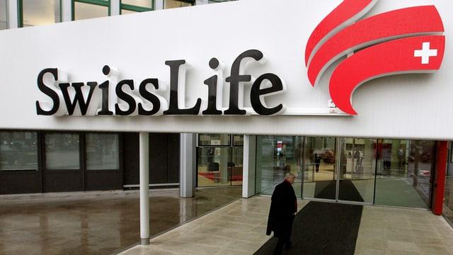 Eingang einer Swiss-Life-Filiale