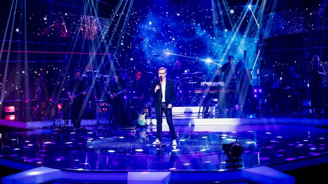 viel blaues Licht, Mann am singen