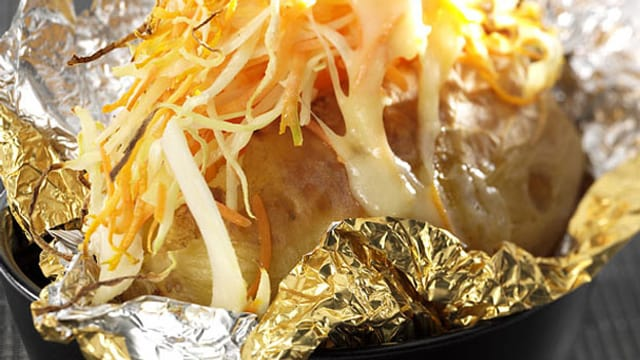 Gratinierte Salat-Kartoffeln.
