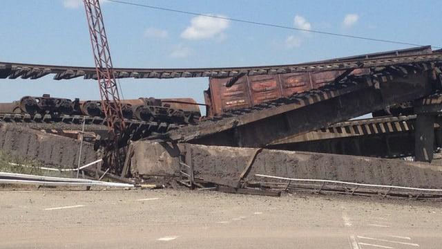 Gezielte Zerstörung der Infrastruktur durch Separatisten.
