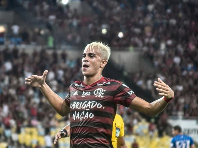 Reinier bejubelt im Dress von Flamengo einen Treffer.