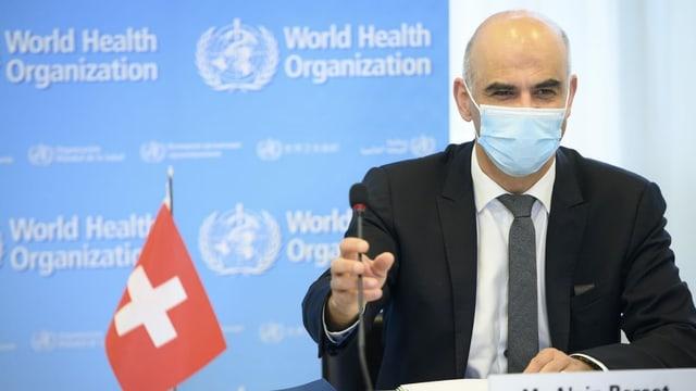 Cusseglier federal Alain Berset durant l'avertura da la radunanza da la WHO.