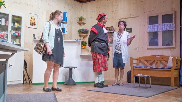 Ina scena da teater cun in Scot.