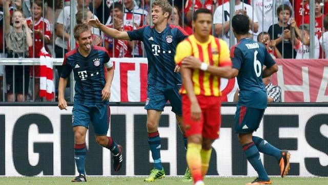 Philipp Lahm freut sich über seinen Treffer zum 1:0.