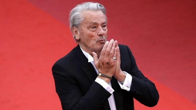 Alain Delon auf dem roten Teppich in Cannes.