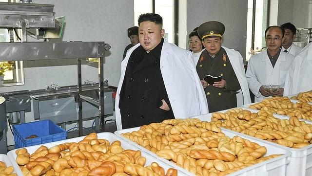 Kim Jong-un inspiziert eine Backwarenfabrik