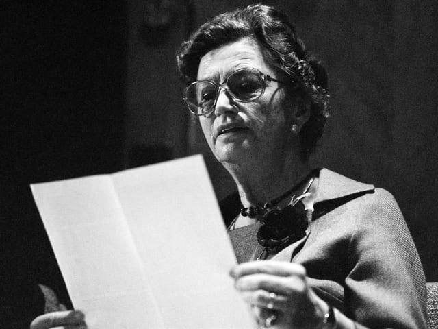 Selina Chönz (1910-2000), die Autorin des Schellen-Ursli, liest im Februar 1979 einen Text für eine Sendung von Radio DRS.