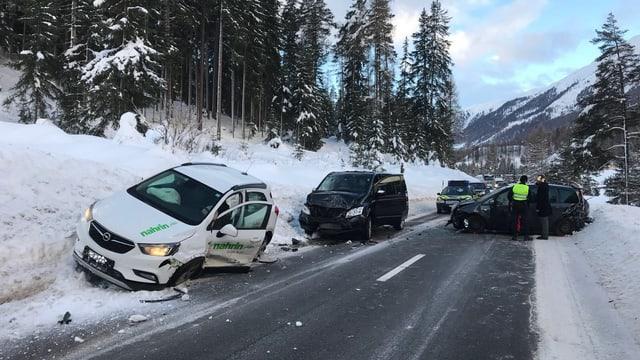 Trais autos devastads.