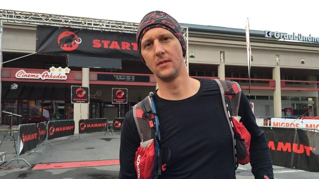 Damian Dosch ha cuntanschì l'arrivada da la cursa da 200 km dal Swiss Irontrail
