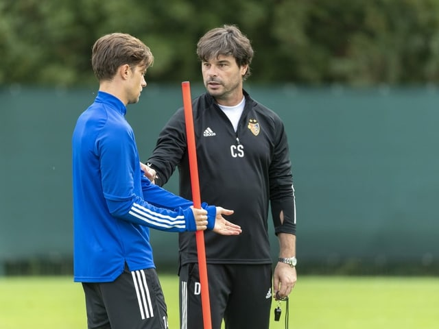 Trainer Ciriaco Sforza und Captain Valentin Stocker im Training