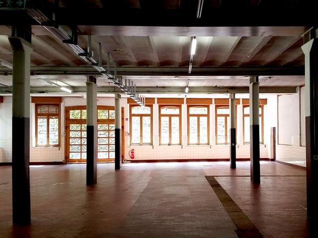 Eine leere Halle.