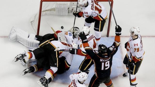 Ils Anaheim Ducks sajettan in gol encunter ils Calgary Flames.