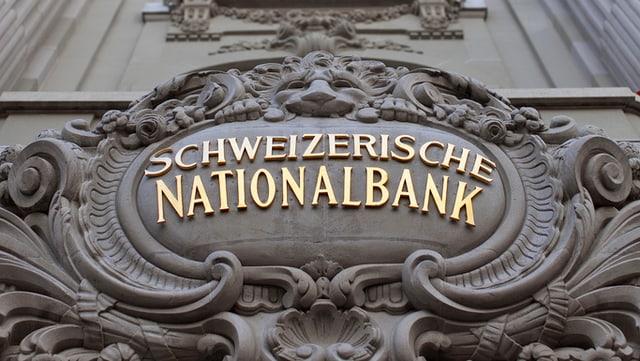 Die altehrwürdige Hausinschrift über dem Eingang der Schweizerischen Nationalbank in Bern