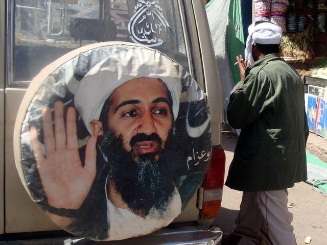 Bin-Laden-Propaganda auf einem Jeep.