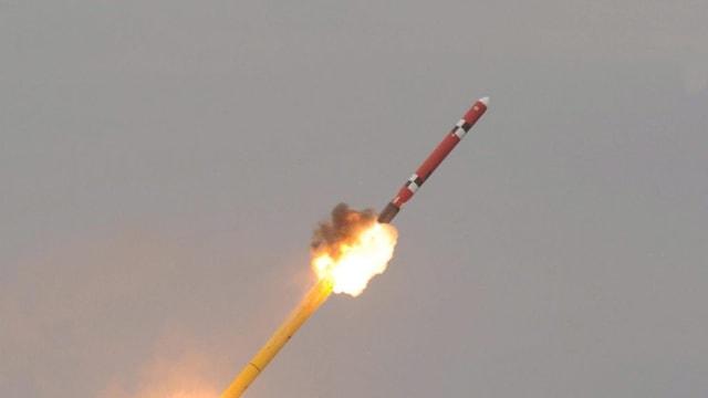 Eine gezündete Rakete