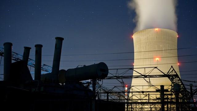 Kernkraftwerk Gösgen bei Nacht.