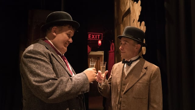 Hardy (John C. Reilly) und Laurel (Steve Coogan) prosten sich zu.