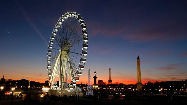 La rendida dal sulegl sur la Place de la Concorde a Paris.