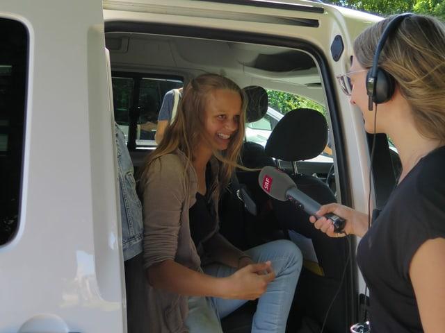 Emilie im Radiobus