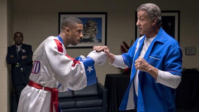 Hauptdarsteller Michael B. Jordan (links) mit Superstar Sylvester Stallone, boxend auf dem Set.